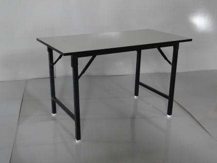 โต๊ะพับขาพ่นสีดำ