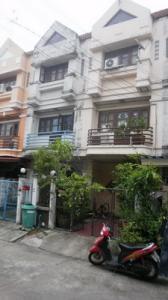For Rent ทาวน์เฮ้าส์ 19 ตร.ว.ม.เกษรา เพลส ถนนเสรีไทย 81