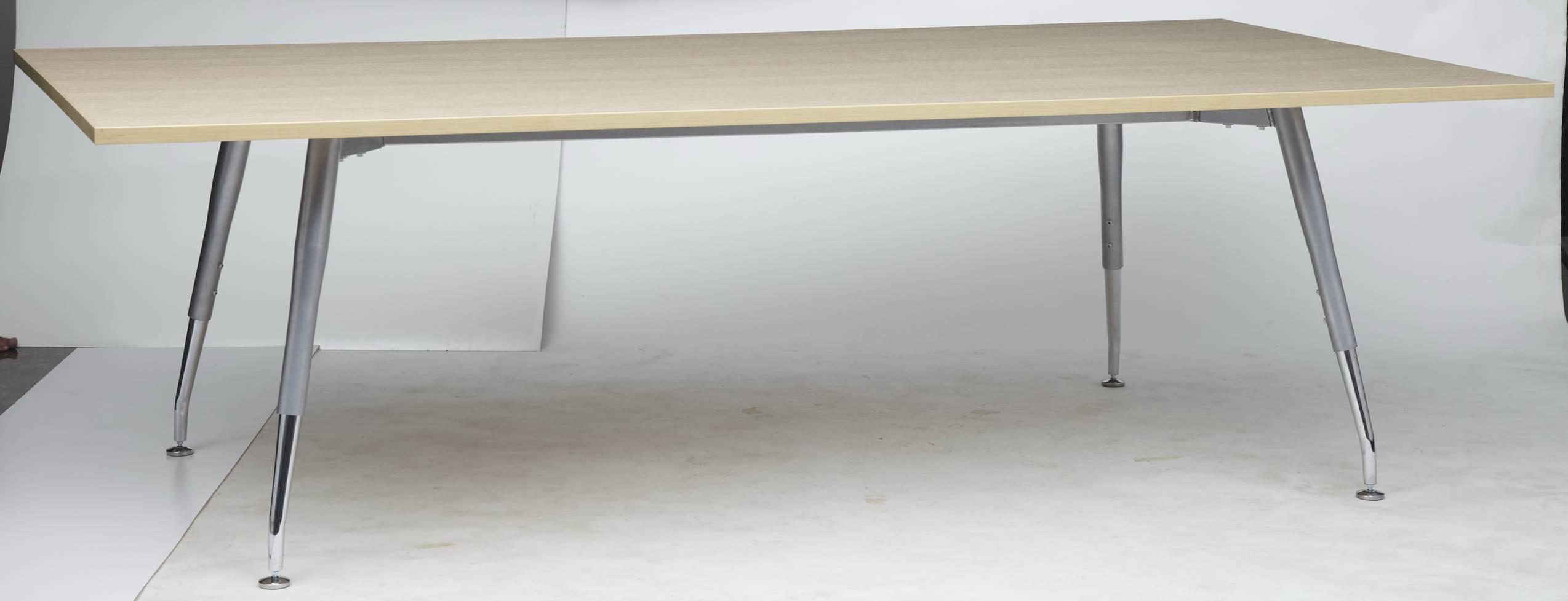 โต๊ะประชุมทรงสี่เหลี่ยม ขาเหล็กชุปโครเมี่ยมตัวที  CT-18