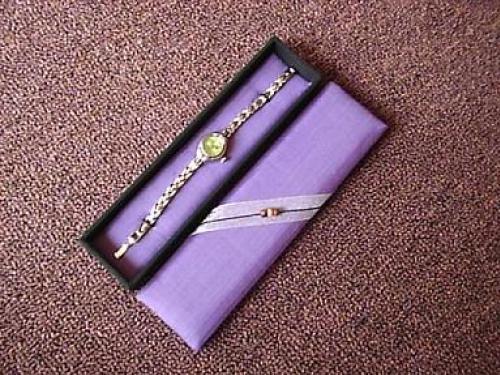 กล่องผ้าไหมไทย ใส่นาฬิกา
