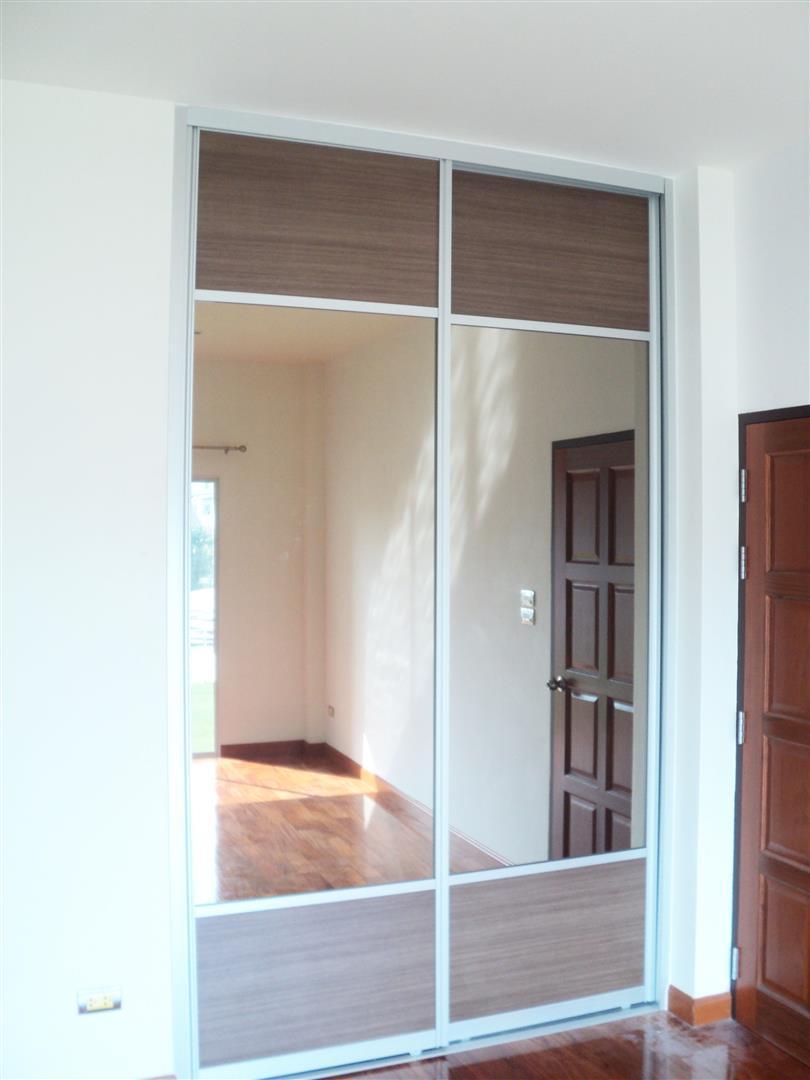 Walk-in Closet1