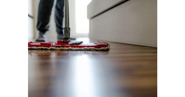 วิธีทำความสะอาดพื้นไม้เนื้อแข็ง ให้เนี้ยบกริ๊บ ไม่ต้องกลัวเนื้อไม้เสีย